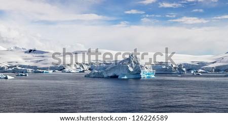 Antartic Panorama, Foyn Harbor, west coast of the Antarctic Peninsula