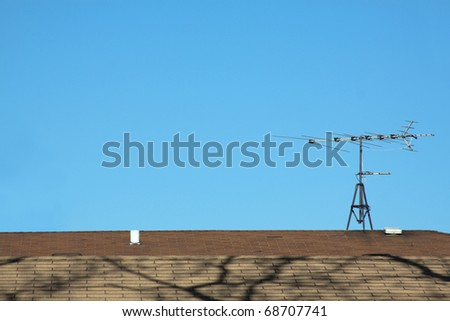 Antenna on a brown roof on a sunny day.