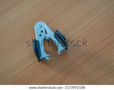 anti-stapler on the table