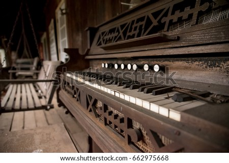 Antique Piano #662975668