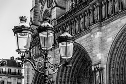 Antique Street Light in front of the Notre Dame, Paris/France