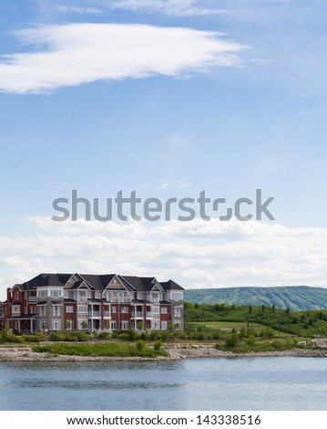 Apartment buildings and a mountain with ski slopes in Collingwood, Ontario