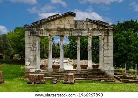 Apolonia është një qytet antik në Shqipëri; ndër më të mëdhenjtë në pellgun e Adriatikut dhe më i përmenduri ndër 30 qytetet e tjera, me të njëjtin emër, të kohës antike. Stock fotó ©