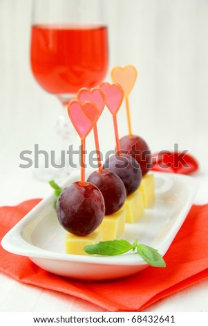 appetizers canapes cheese with grapes for Valentine's Day