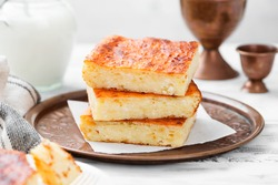 Appetizing cottage cheese casserole with sour cream.