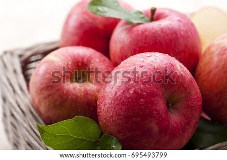 apple #695493799