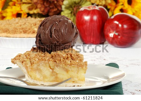 apple crumble with dark chocolate ice cream and fork