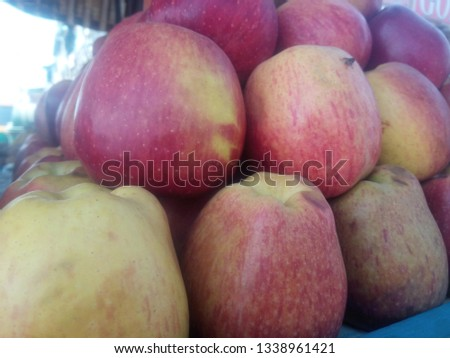 apple in market picture