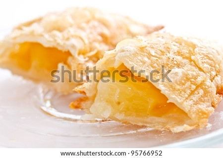 apple pie on white background presenting its filling