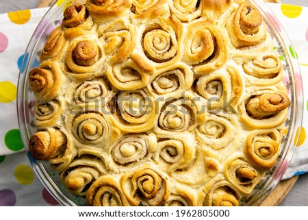 Apple pie with cinnamon close-up. Top views with clear space. Zdjęcia stock ©