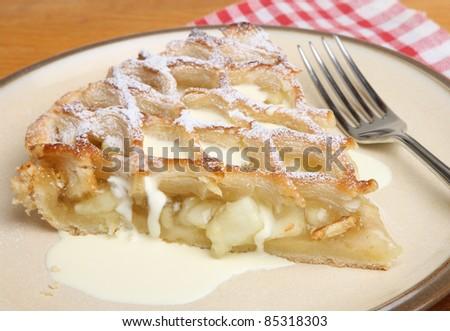 Apple pie with double cream.