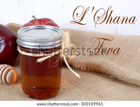 Apples and honey are representative of the concept of hoping for sweetness in the coming year during the Jewish New Year holiday of Rosh Hashanah. Message of L'Shanah Tovah as new year greeting Stockfoto ©