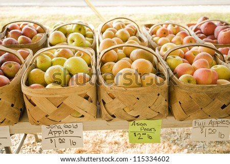 Apples at the farmer's market
