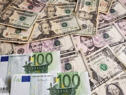 approach to european banknotes and american dollars bills