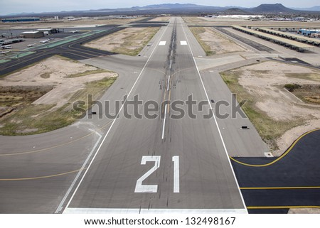 Approach to Runway 21 at Tucson International Airport