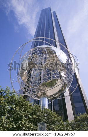 APRIL 2006 - Sculptor of Earth in front of Trump Towers in Manhattan, New York City, New York