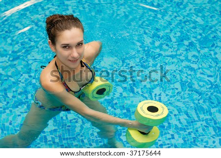 aqua aerobic, woman in water with dumbbells