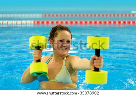 aqua aerobic, woman in water with dumbbels