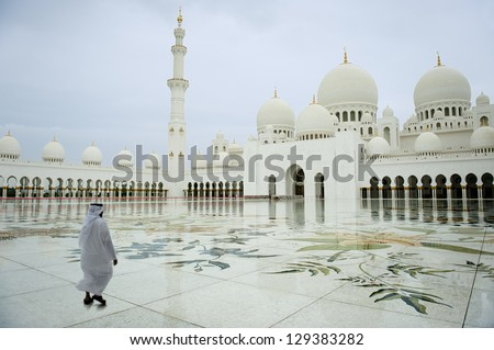 arab man walking in a Grand Mosque