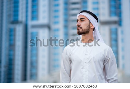 Arabic corporate businessman wearing kandora - Portrait of traditional Emirati man Foto d'archivio ©