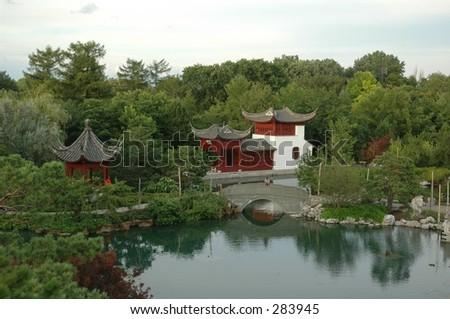 arbeiten sie im garten chinesisches steinmauer botanisches garten montreal see haus stock foto. Black Bedroom Furniture Sets. Home Design Ideas