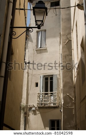 architecture in Longuedoc-Roussilion