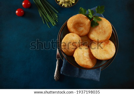 Arepa is a breakfast food made of ground maize dough, originating from the northern region of South America in pre-Columbian times, and is notable primarily in the cuisines of Colombia and Venezuela. Stockfoto ©