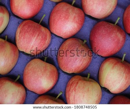 arka plan üzerinde olgun kırmızı elma Stok fotoğraf ©