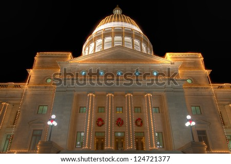 Arkansas state capitol exterior decorated for Christmas.