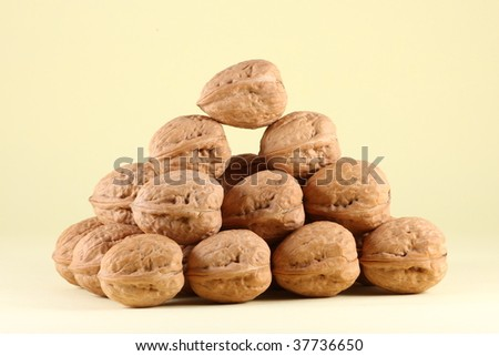 Arrangement of wall nuts