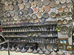 Artefacts and traditional work by artists in Moraco market
