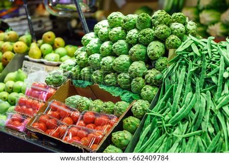 Artishoke, green beans and tomato. Borough market Mercat de la Boqueria #662409784