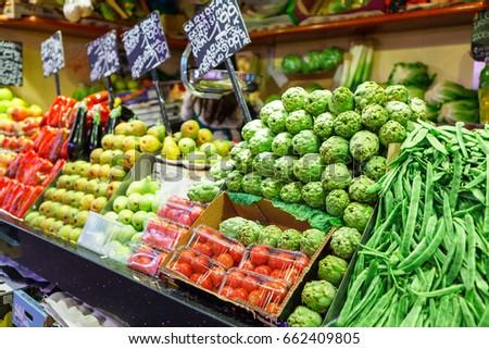 Artishoke, green beans and tomato. Borough market Mercat de la Boqueria #662409805