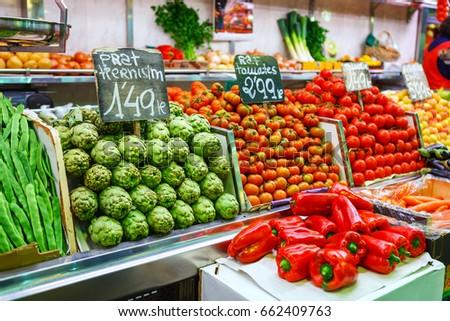 Artishoke, green beans and tomato, red peppers paprika. Borough market Mercat de la Boqueria #662409763