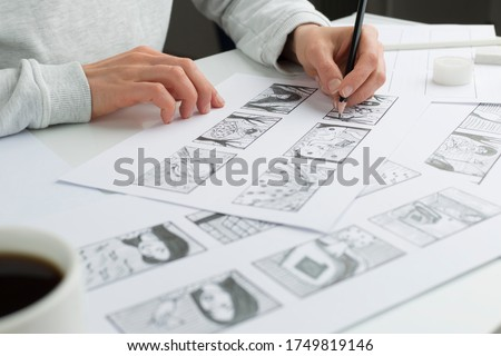 Artist illustrator draws a storyboard for the film. The animator creates sketches for the cartoon. Foto stock ©