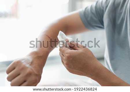 Asia man use medical cotton swab for cleaning and disinfection of wounds Cat scratch in First aid concept bleeding wounds  Foto d'archivio ©