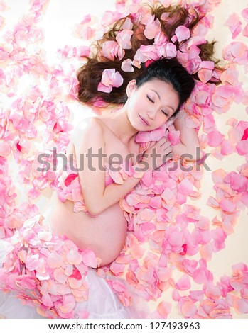 asia pregnancy woman in flowers,