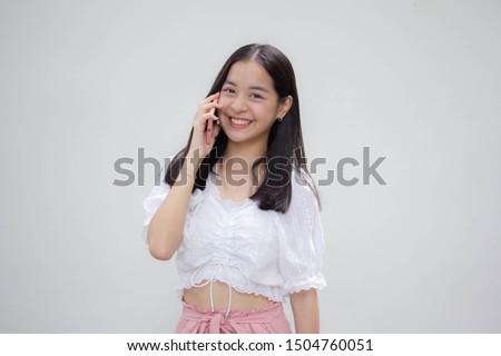 asia thai japanese teen teen White t-shirt beautiful girl calling smart phone