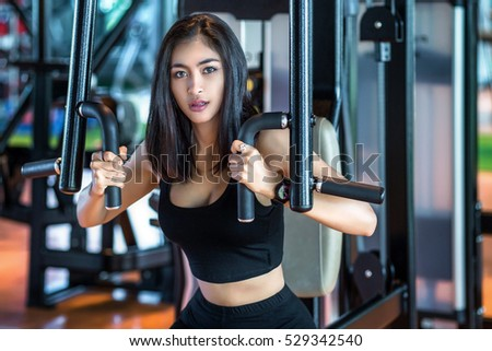 Asia young woman lifting dumbbells.