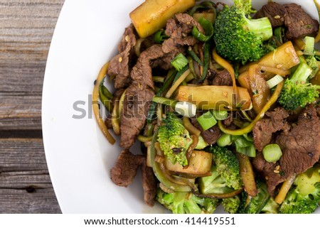 Asian Beef And Broccoli Stir Fry With Zucchini Noodle Gluten-Free ...