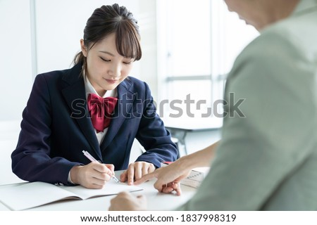 Asian female high school student and teacher in classroom. Cram school. Preparatory school. Home tutor. Foto stock ©