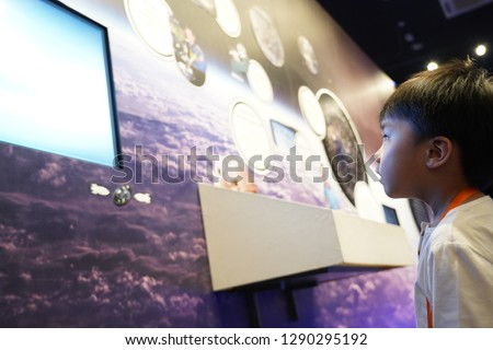 ASIAN KID LEARNING IN MUSEUM
