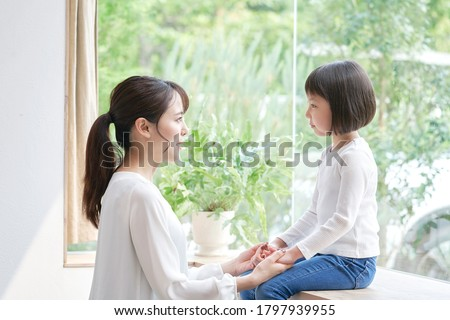 Asian mother talking with the daughter Foto d'archivio ©