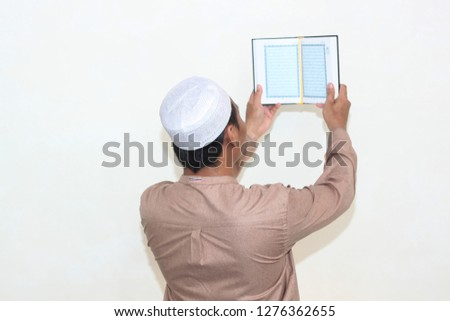 Man reading the holy quran Images and Stock Photos - Page