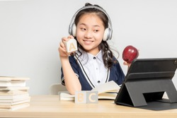 Asian primary school girls who are taking English online courses