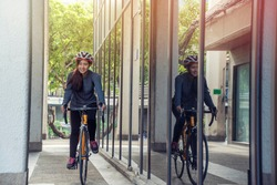 Asian women riding bicycles put safety helmet Go to university.