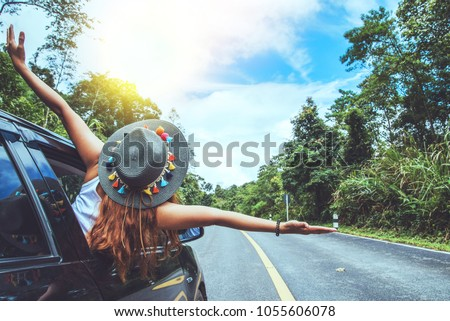 Asian women travel relax in the holiday. Traveling by car park. happily With nature, rural forest. In the summer Foto stock ©