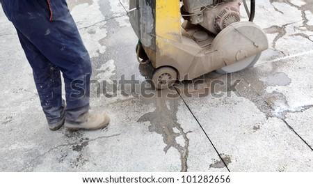 Asphalt or concrete cutting with diamond saw blade