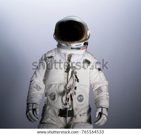 astronaut isolated with gradient background
