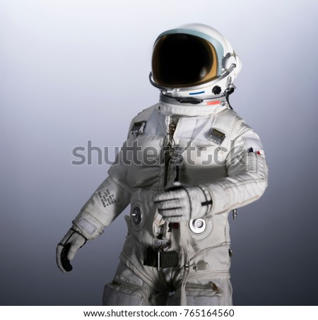 astronaut isolated with gradient background #765164560